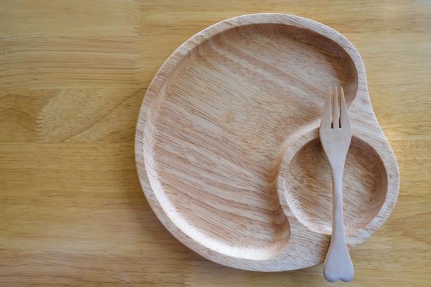Utensílios de jantar de madeira