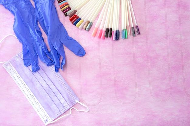 Utensílios de manicure em rosa