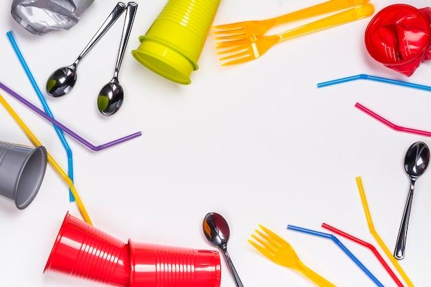Utensílios de mesa de plástico branco