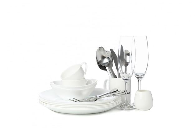 Utensílios de mesa e talheres isolados no branco
