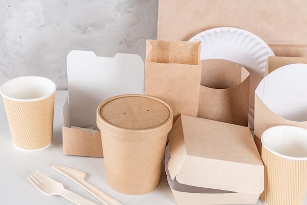 Utensílios descartáveis ecológicos em madeira e papel de bambu