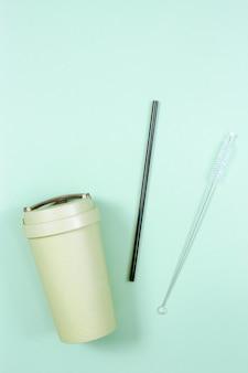 Utensílios plásticos reutilizáveis, livres e ecológicos