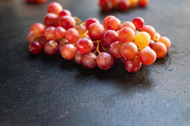 Uva fruta vermelha e verde doce sobremesa comida orgânica refeição fresca lanche na mesa cópia espaço comida