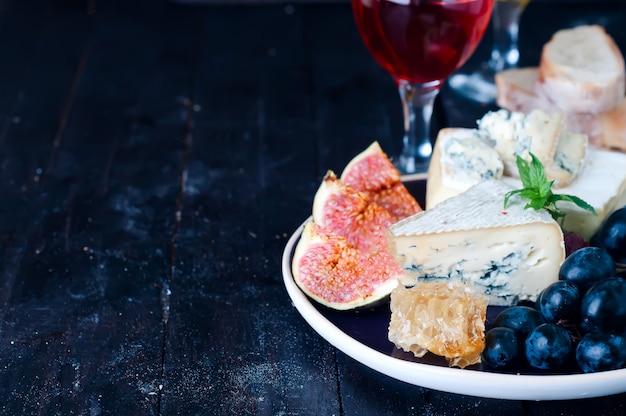 Uva, queijo, figos e mel