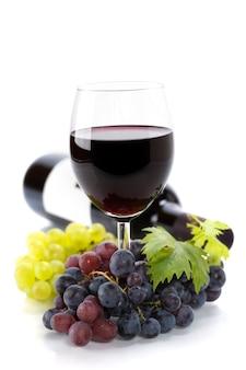 Uvas e vinho tinto