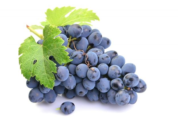 Uvas em um branco