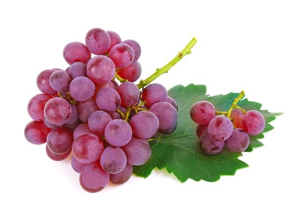 Uvas isoladas em fundo branco