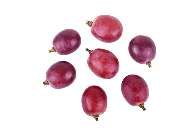 Uvas isoladas em um fundo branco vista superior.