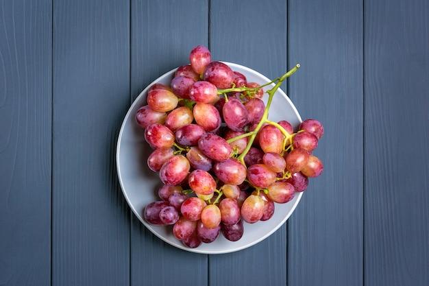 Uvas suculentas rosa orgânicas naturais