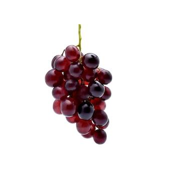 Uvas vermelhas isoladas em branco