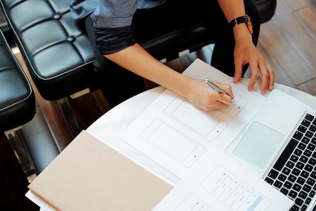 Ux designer desenho maquete