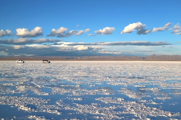 Uyuni salts flats ou salar de uyuni no final da estação chuvosa, bolívia, américa do sul