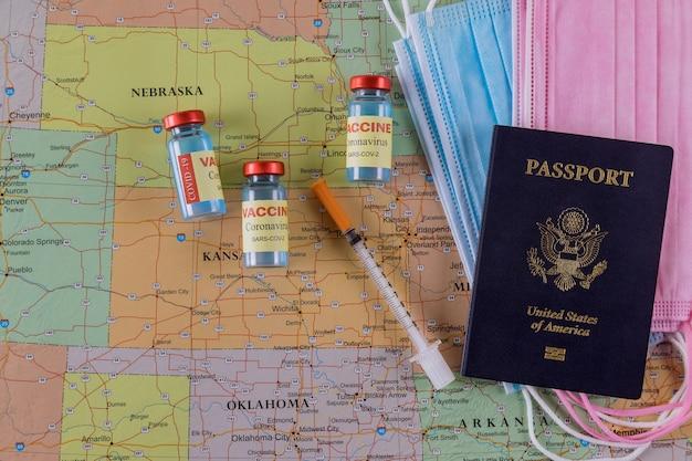 Vacinação para viajar durante o surto de coronavírus com vacina o coronavirus covid-19 imunização para prevenção de infecção na máscara de viagem, passaporte dos eua no mapa da américa dos eua