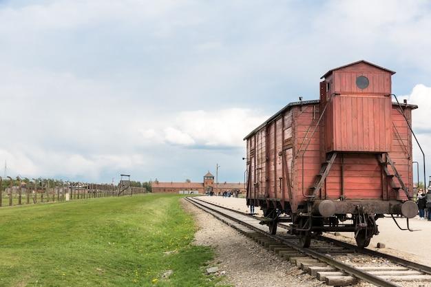 Vagão de trem para prisioneiros, campo de concentração alemão de auschwitz ii, polônia.