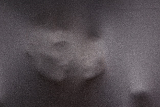 Vagas silhuetas de rostos humanos