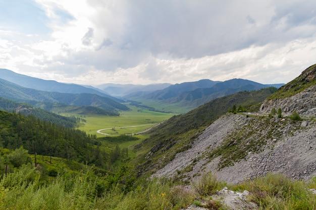 Vale da montanha altai.