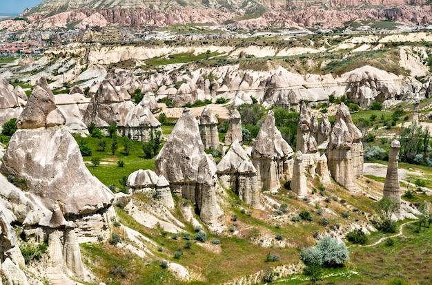 Vale do amor no parque nacional de goreme, capadócia, turquia