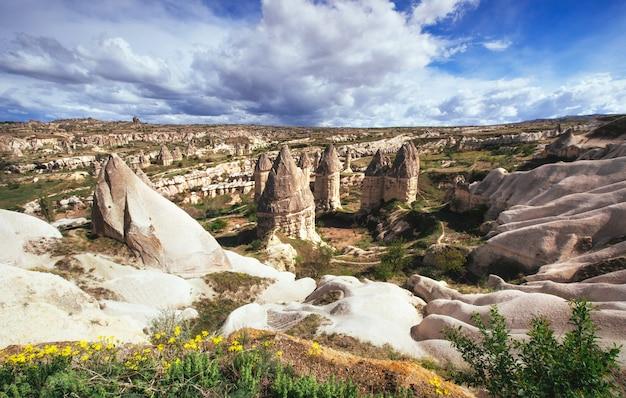 Vale do amor no verão, goreme, cappadocia, turquia