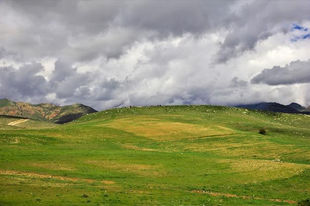 Vale nas montanhas do cáucaso da armênia