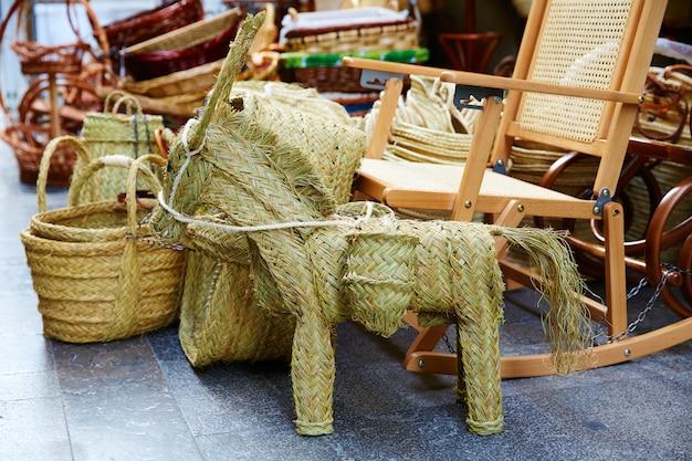 Valencia esparto alfa handcraft cestas e cavalo