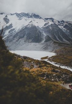 Valley track com vista do monte cook na nova zelândia