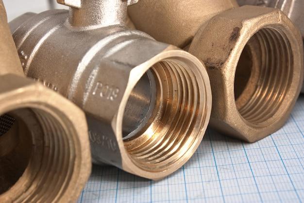 Válvula de entrada de água em um papel milimetrado