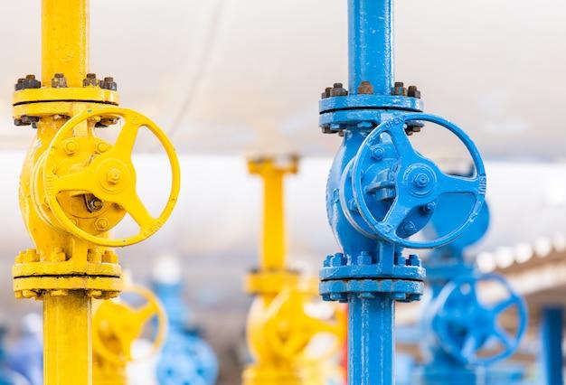 Válvulas na fábrica de gás