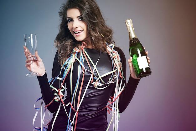 Vamos dar as boas-vindas ao ano novo com champanhe