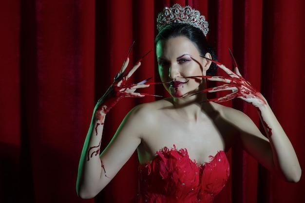 Vampiro feminino com sangue