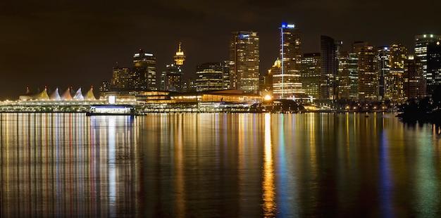 Vancouver, bc, skyline, de, parque stanley, à noite