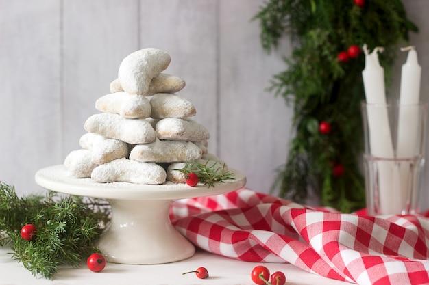 Vanilkipferl - crescentes de baunilha, biscoitos tradicionais de natal na alemanha, áustria, república tcheca. biscoitos caseiros.