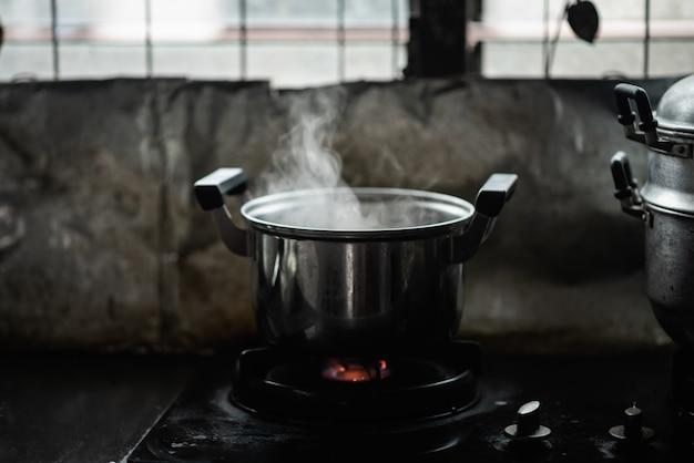 Vapor, sobre, cozinhar, panela, em, cozinha