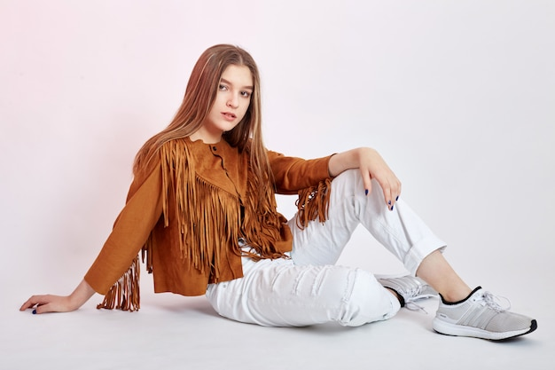 Vaqueira bonita menina branco jeans moda rústica
