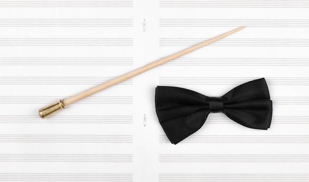 Vara do maestro e partitura