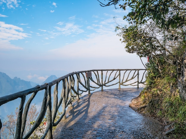 Varanda do stone walkway na montanha tianmen