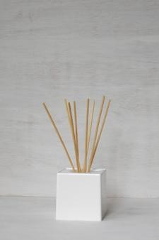 Varas de bambu aromáticas decorativas.