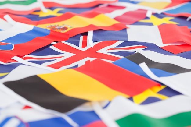 Várias bandeiras do país