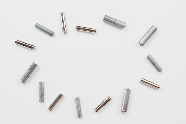 Várias baterias usadas para reciclagem