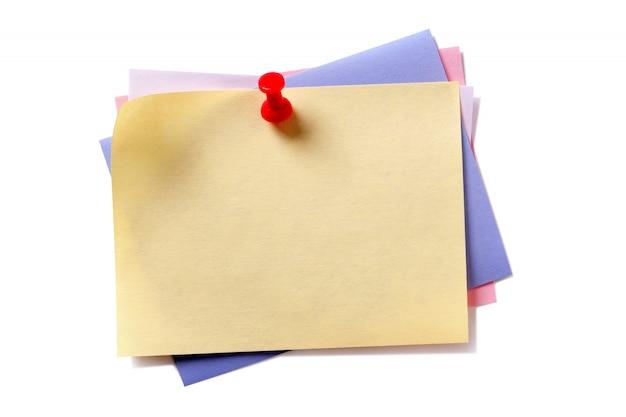 Várias cores pegajosa post nota pushpin isolado background branco