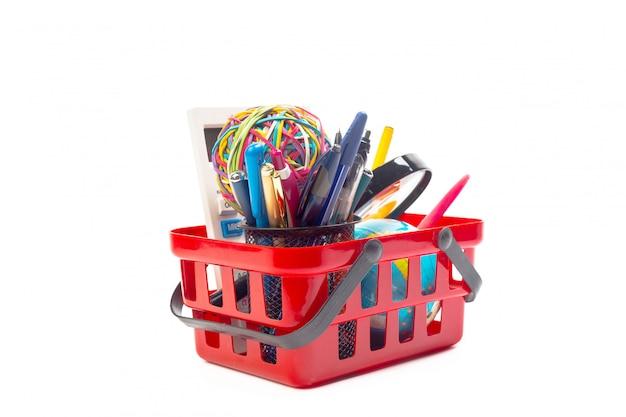 Várias ferramentas de escritório em um carrinho de compras,
