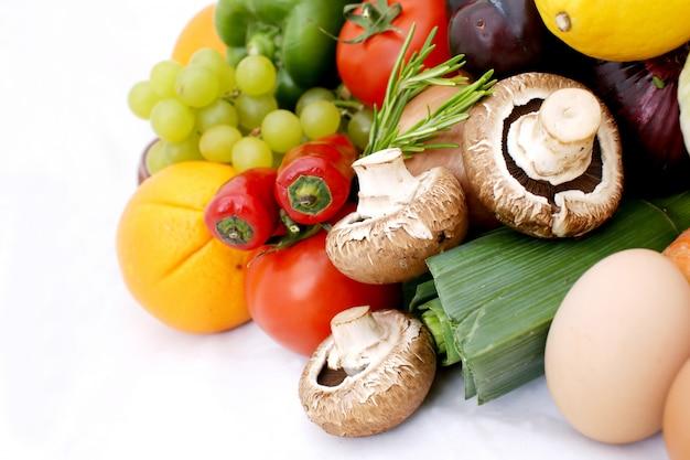 Várias frutas e legumes