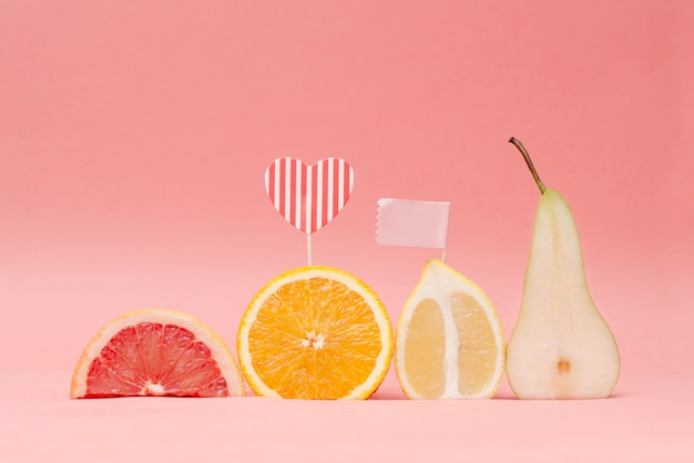 Várias frutas e vegetais frescos para comer saudável