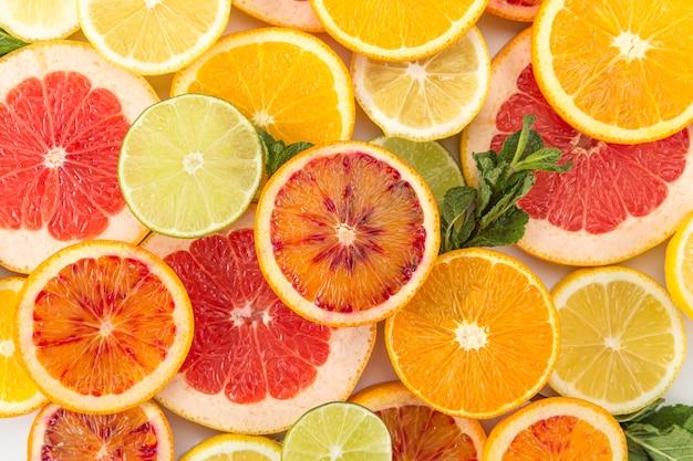 Várias frutas exóticas coloridas