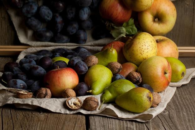 Várias frutas frescas