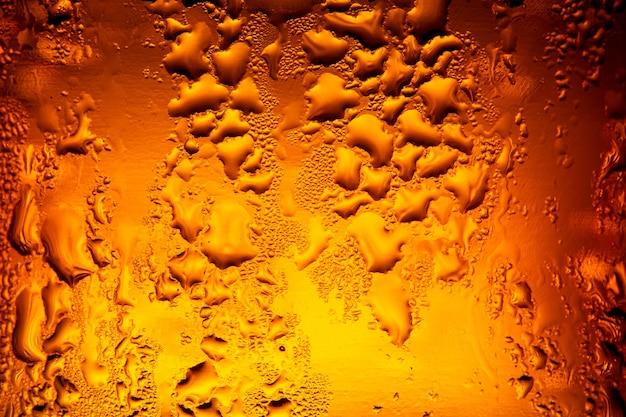 Várias garrafas de cerveja com condensação close up das garrafas de cerveja itália venezuela