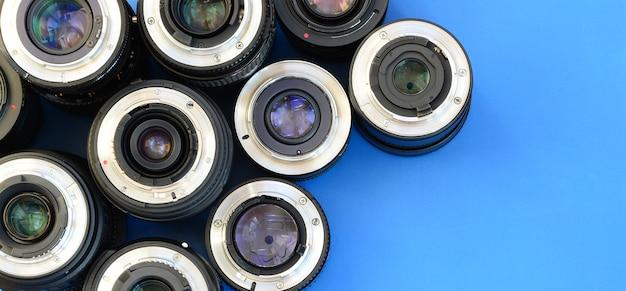 Várias lentes fotográficas mentem
