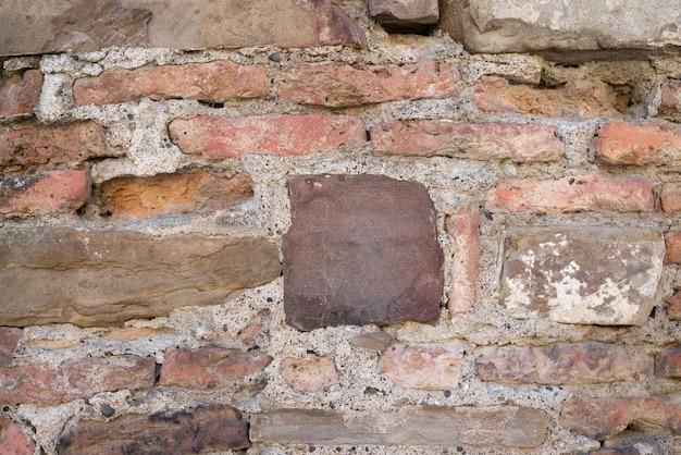 Várias pedras velhas estão em cima umas das outras. textura de parede velha