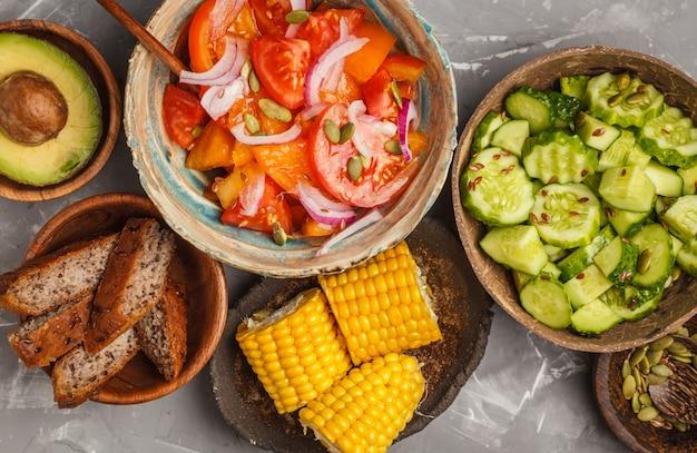 Várias saladas