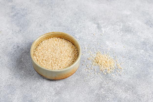 Várias sementes - gergelim, semente de linho, sementes de girassol, sementes de abóbora para saladas.