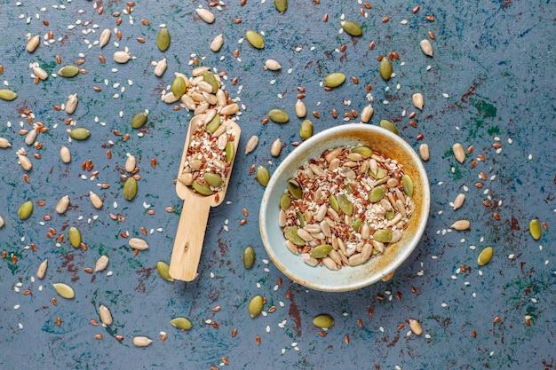 Várias sementes - gergelim, semente de linho, sementes de girassol